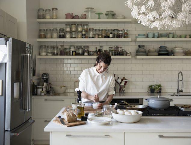 Vivir de poner la mesa: el pujante universo de las 'estilistas de comida'