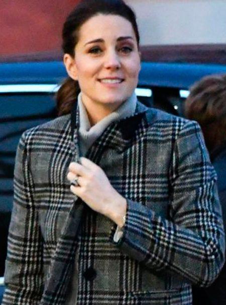 Kate Middleton lleva un abrigo de Zara (y se agota al instante)