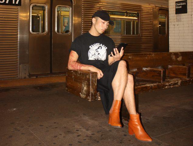 """""""¿Tiene estos tacones en el 47?"""": la marca que normaliza los zapatos altos para hombres"""