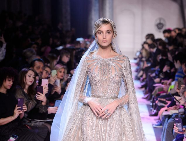 Elie Saab recupera el glamour del viejo Hollywood en su desfile de Alta Costura