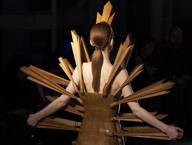La tauromaquia y la religión inspiran la colección de Leandro Cano