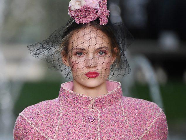 Chanel trasforma la pasarela en un bello jardín