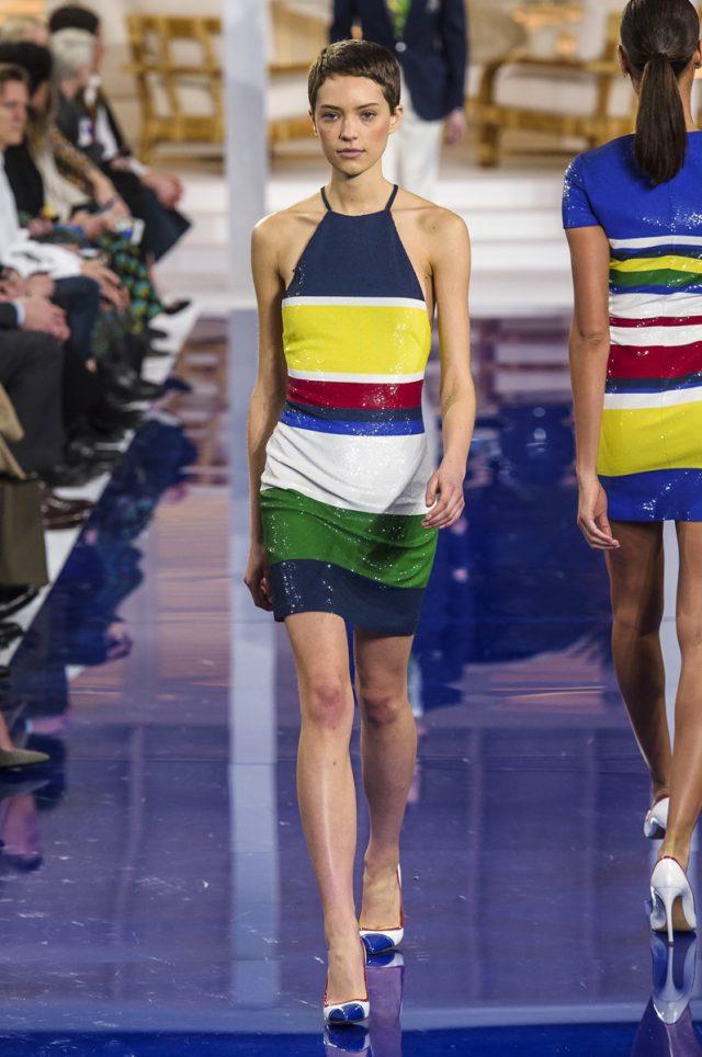 Las modelos de Ralph Lauren desfilan descalzas
