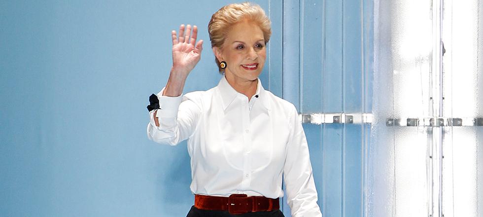 aed7fba44 La diseñadora de 79 años ha presentado su última colección como directora  creativa de la marca. Rendimos homenaje a sus camisas blancas
