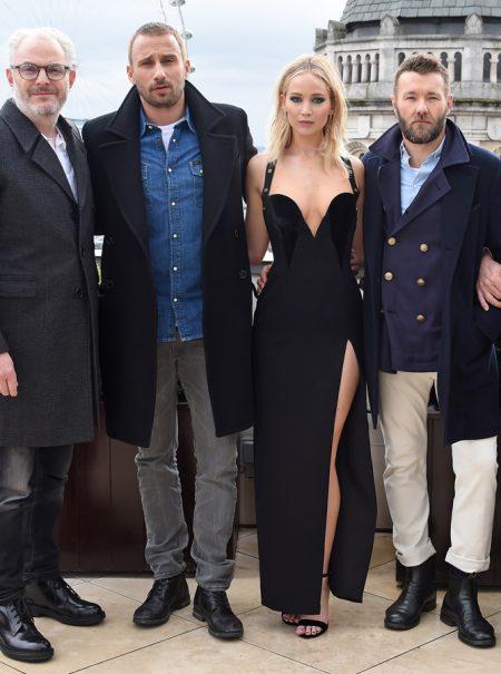 El sexismo que acompaña a las actrices en promoción resumido en esta foto de Jennifer Lawrence