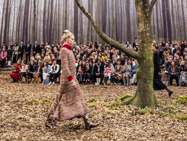 Chanel transforma el Grand Palais en un bosque otoñal
