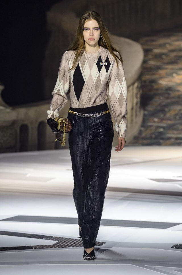 Los cuellos con triple volante que veremos el próximo invierno están en Vuitton