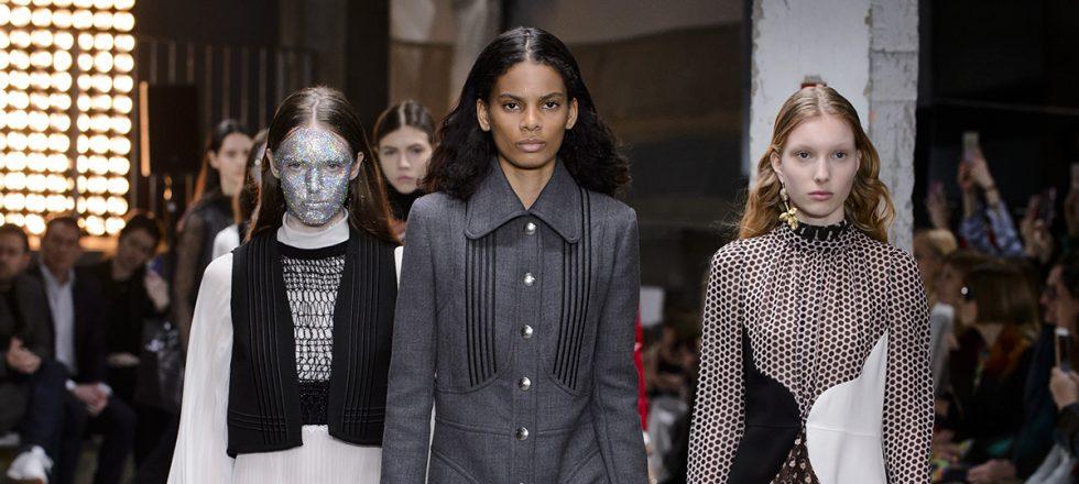 Giambattista Valli presenta el maquillaje más arriesgado de París