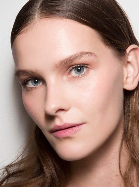 Que no manche ni deshidrate: esto es lo que las mujeres exigen a su base de maquillaje
