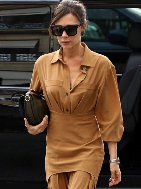 5 nuevas formas de llevar un bolso, por Victoria Beckham