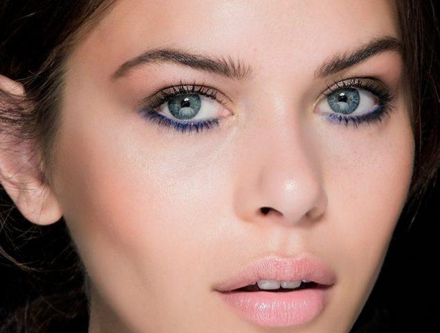 Nada de negro y marrón: tu 'eyeliner' se tiñe de colores fuertes