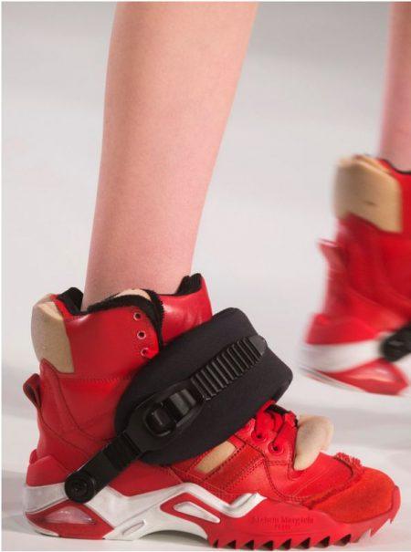 La zapatilla fea es el nuevo bolso