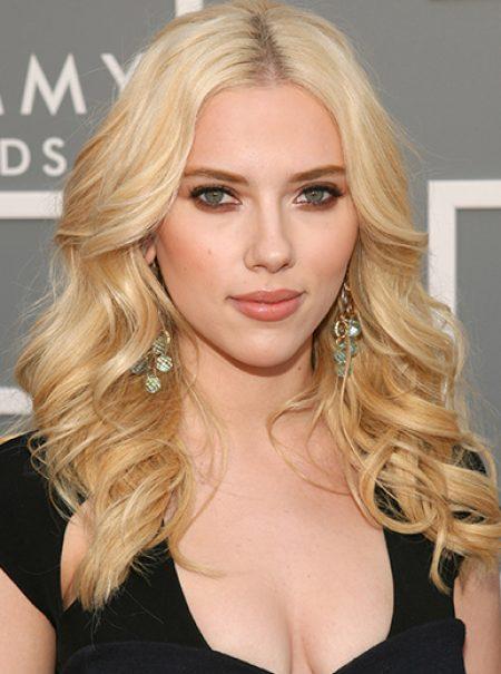 La metamorfosis de Scarlett Johansson: la mujer que se atreve con cualquier peinado
