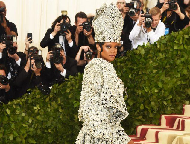 Rihanna no falla: la Papisa del Met bendice la alfombra roja