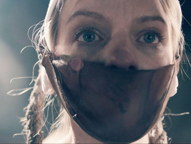 """Mujeres que tiran la toalla con 'The Handmaid's Tale': """"Esto es porno de tortura"""""""