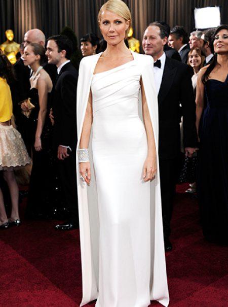 El vestido blanco con capa nunca muere: seis años siendo tendencia en la alfombra roja