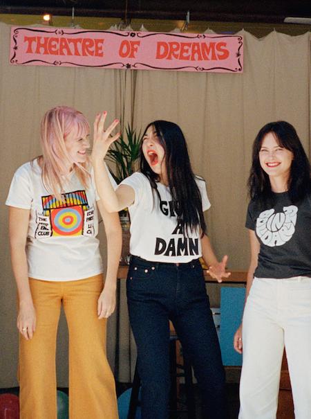 La activista detrás de las camisetas setenteras de la nueva colaboración de & Other Stories