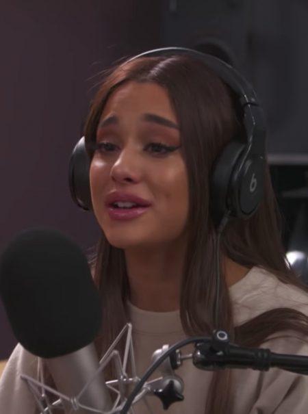 Ariana Grande rompe a llorar en una entrevista al recordar el atentado de Manchester