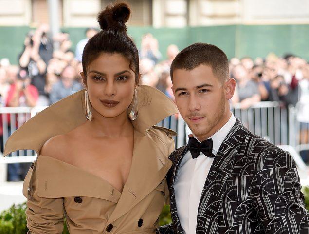 Priyanka Chopra estrena el (enorme) anillo de su compromiso con Nick Jonas