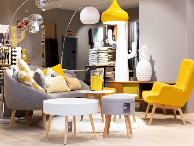 La decoraci n se muda al centro maisons du monde for Adornos navidenos la maison du monde