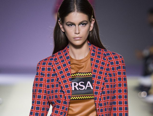 "El ""maximalista"" homenaje de Donatella Versace a las top models"