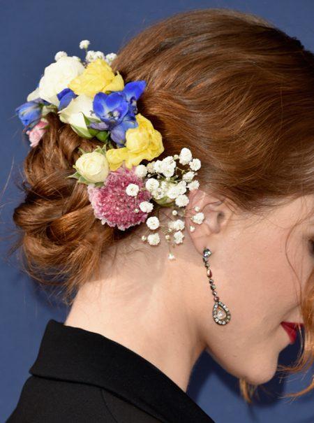 Lazos y flores: los diez mejores peinados de los Emmy