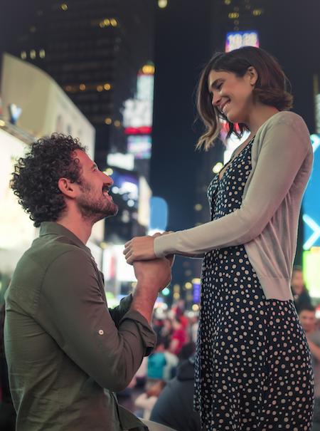 Pedidas de mano en público: toca replantearse su concepción como románticas