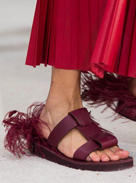 La comodidad es lo primero: 20 zapatos planos fichados en las semanas de la moda