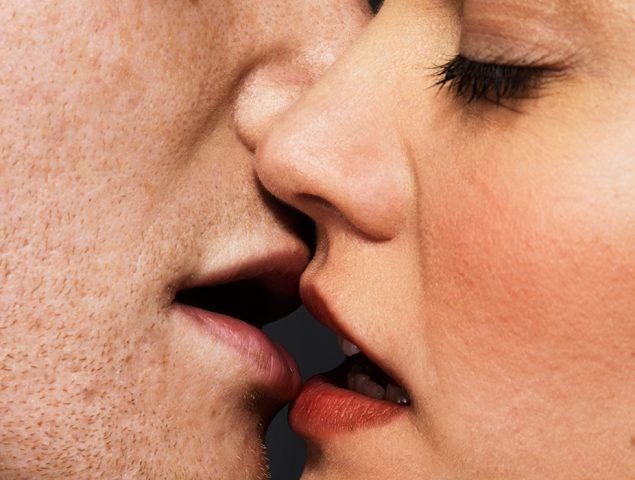 Cinco trucos para mantener la chispa sexual en las relaciones largas