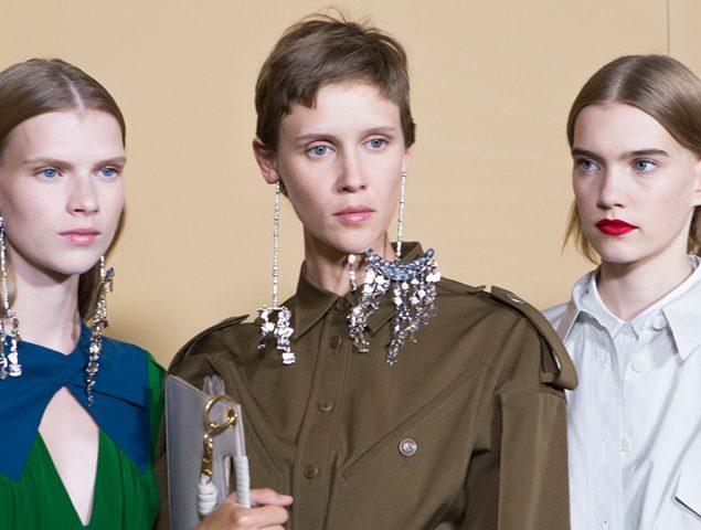 Pantalones de tiro alto y pelo 'pixie': así es la mujer Givenchy