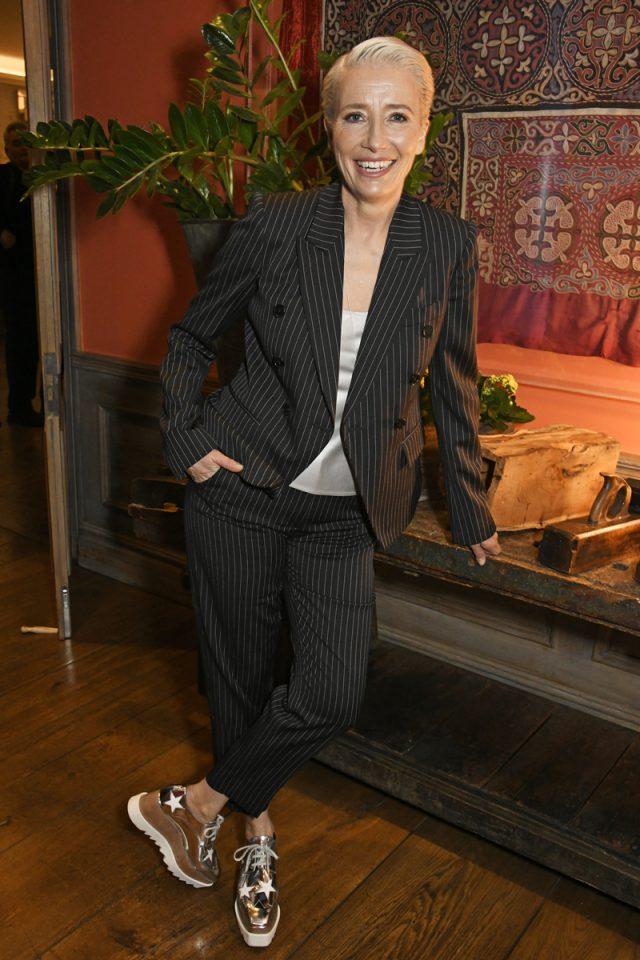 Emma Thompson sabe cómo ser nombrada Dama del Imperio Británico: en traje y zapatillas