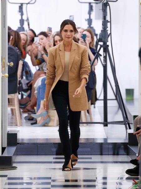 El pantalón con aberturas: la sorprendente tendencia de 2019