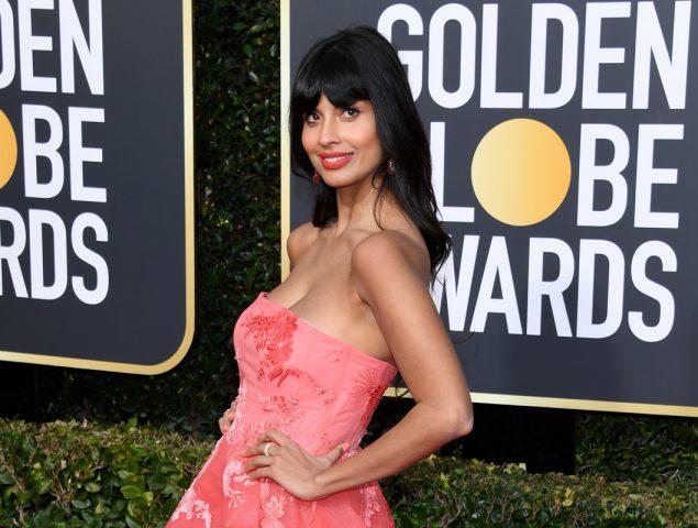 Jameela Jamil llevó vaqueros bajo su vestido y nadie se dio cuenta