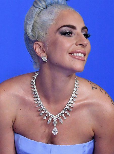 Así es el collar de 5 millones de dólares que lució Lady Gaga en los Globos de Oro