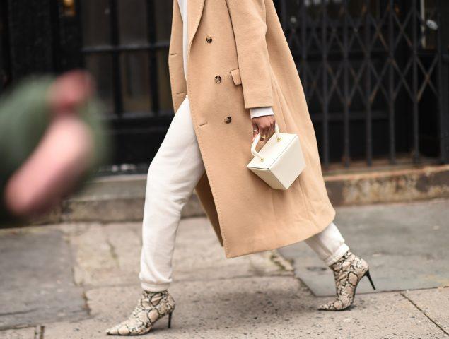 Alerta tendencia: el bolso de moda se parece a una caja de comida a domicilio