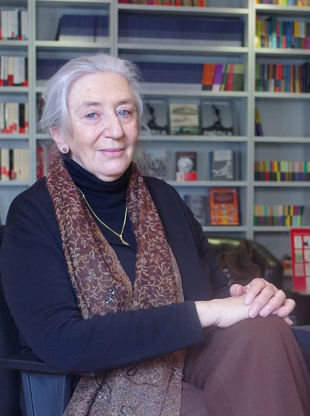 """Clara Janés: """"Me quedé sorprendida de que me saliera a mis setenta y tantos un libro erótico"""""""