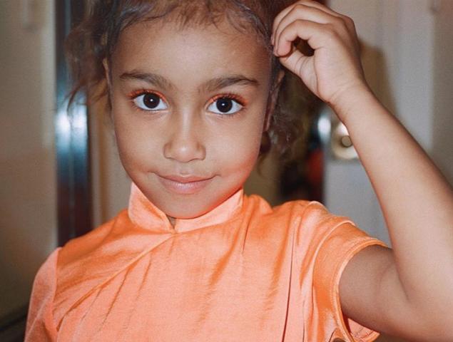 Un pretendiente de 7 años regala a la hija de Kim Kardashian un colgante de Tiffany