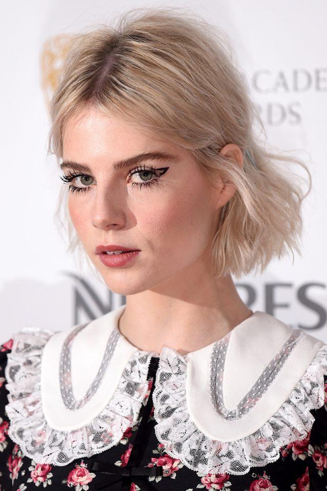 El mejor maquillaje de la noche es (otra vez) el de Lucy Boynton