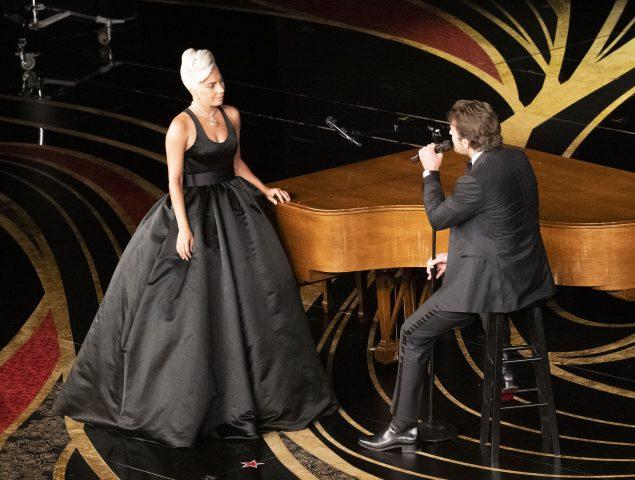 Lady Gaga y Bradley Cooper interpretan 'Shallow' en la gala de los Oscar