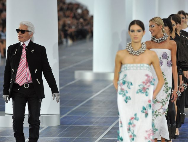 Chanel o el lujo hecho 'mainstream' por Karl Lagerfeld