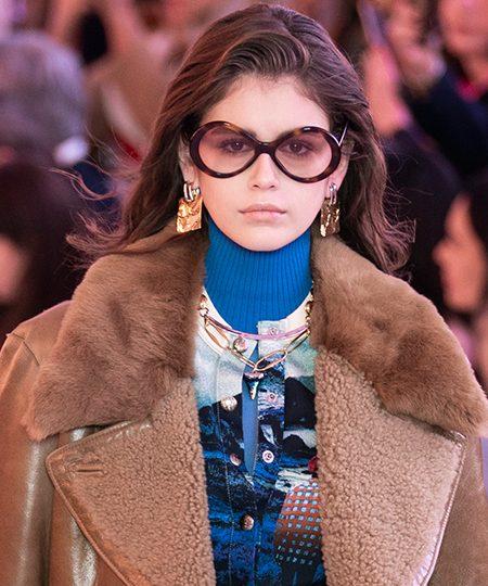 Chloé rinde homenaje a Karl Lagerfeld en su desfile