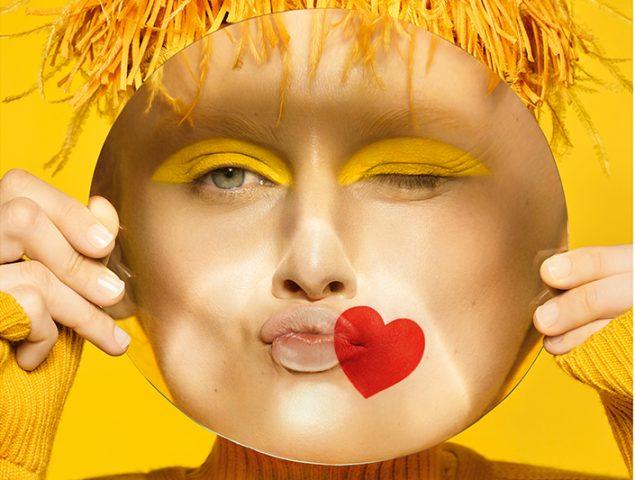 11ac9e29e6 Loewe se inspira en los emoticonos en su próxima campaña