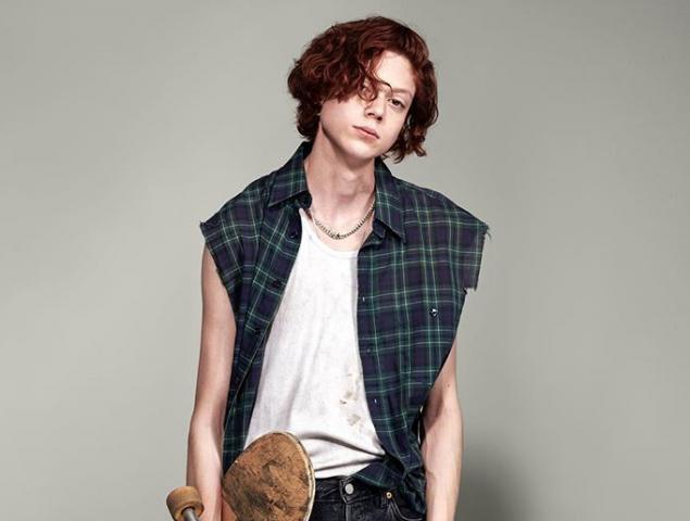 Nathan Westling confirma que es transgénero y reaparece como modelo masculino