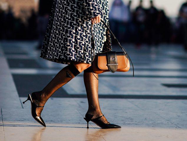 Alerta tendencia: se llevan los calcetines de ejecutivo (transparentes, a la vista y con elástico)