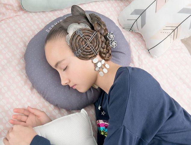 El invento para dormir sin quitarse el moño de fallera ya está aquí