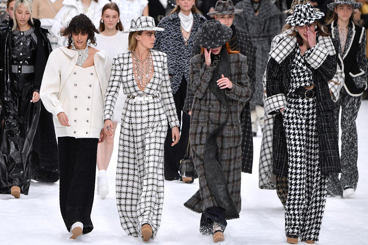 Penélope Cruz desfila para Chanel como homenaje a Karl Lagerfeld