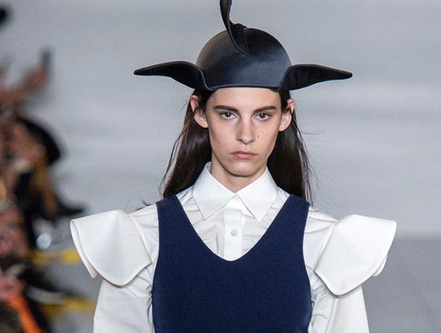 Loewe: minimalismo y los sombreros más llamativos de París