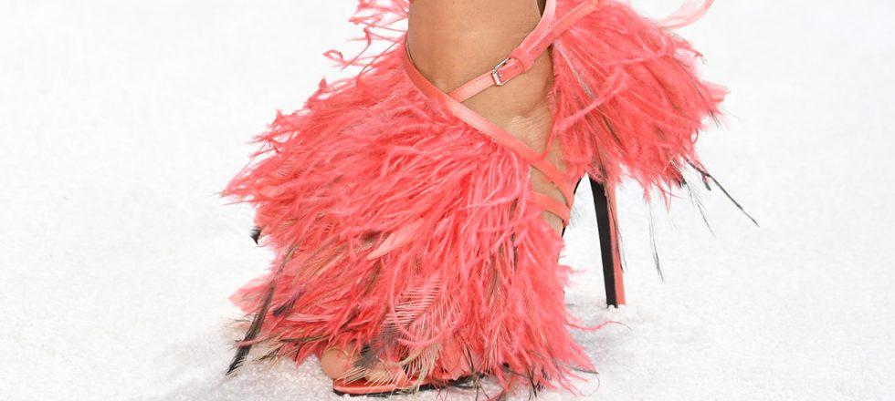 sandalias de plumas de Giambattista Valli
