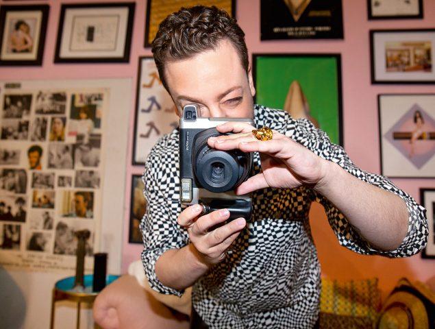 """Gabriel Held, coleccionista y estilista de moda 'vintage': """"En mi Instagram documento una época en la que no había Internet"""""""