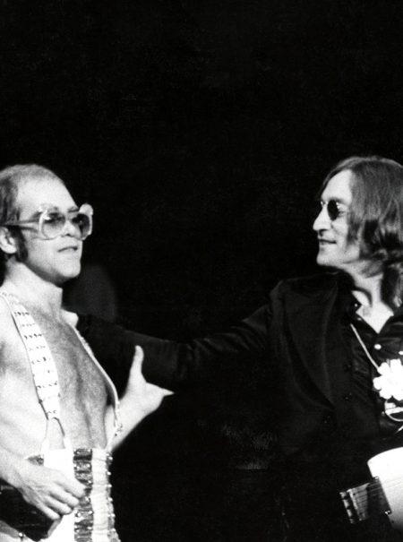 La curiosa historia que explica por qué John Lennon dio su último concierto junto a Elton John